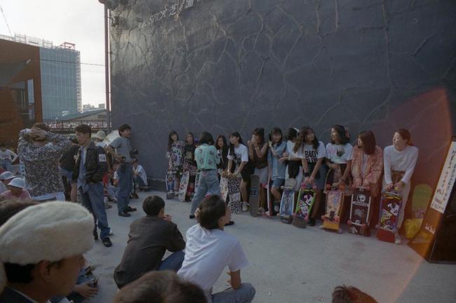 87_skateboardingmegagogo1.jpg